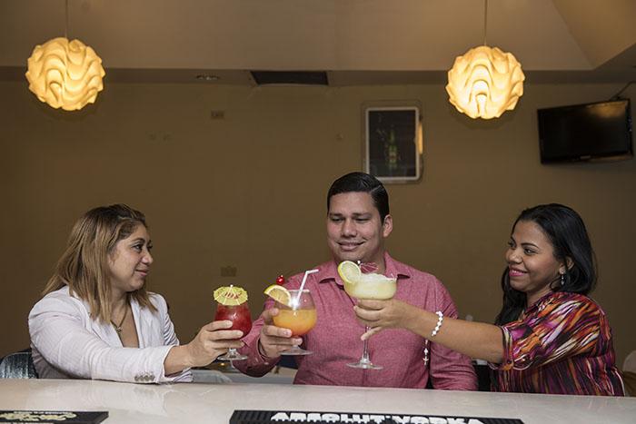 El área lounge es ideal para una noche entre amigos o puede reservarla para una cena familiar o romántica. Fotos Oscar Navarrete